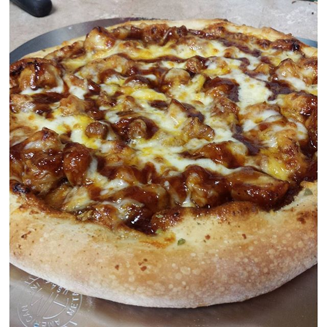 @pizzanthony  with one of my fav's. BBQ Chicken!