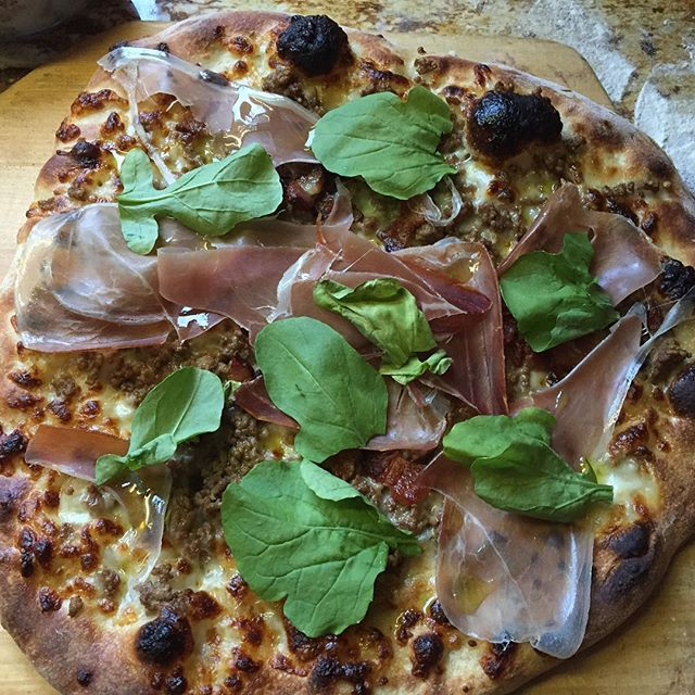@sandradanca  with this lovely prosciutto and arugula pie!