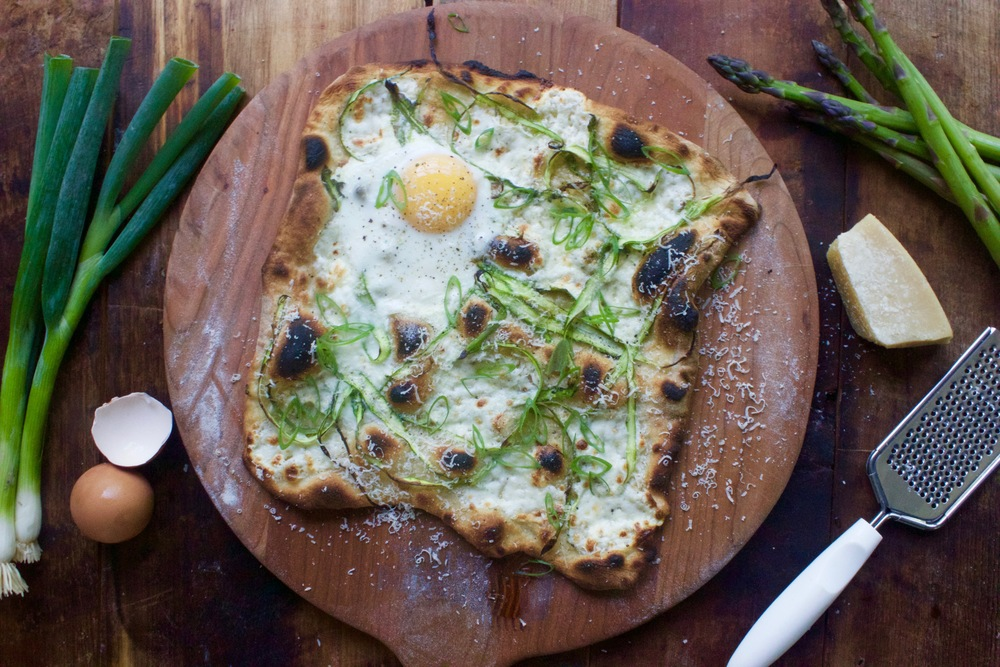 Asparagus and egg homemade pizza