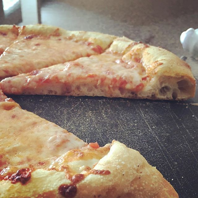 @pizzianapolis  love the holes in that crust!