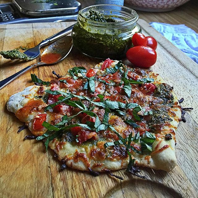 @mybizzykitchen  with a cute little pesto pizza snack!