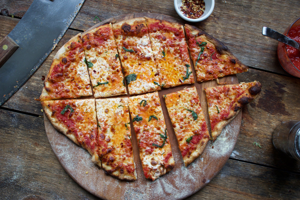 thin crust pizza with cheese