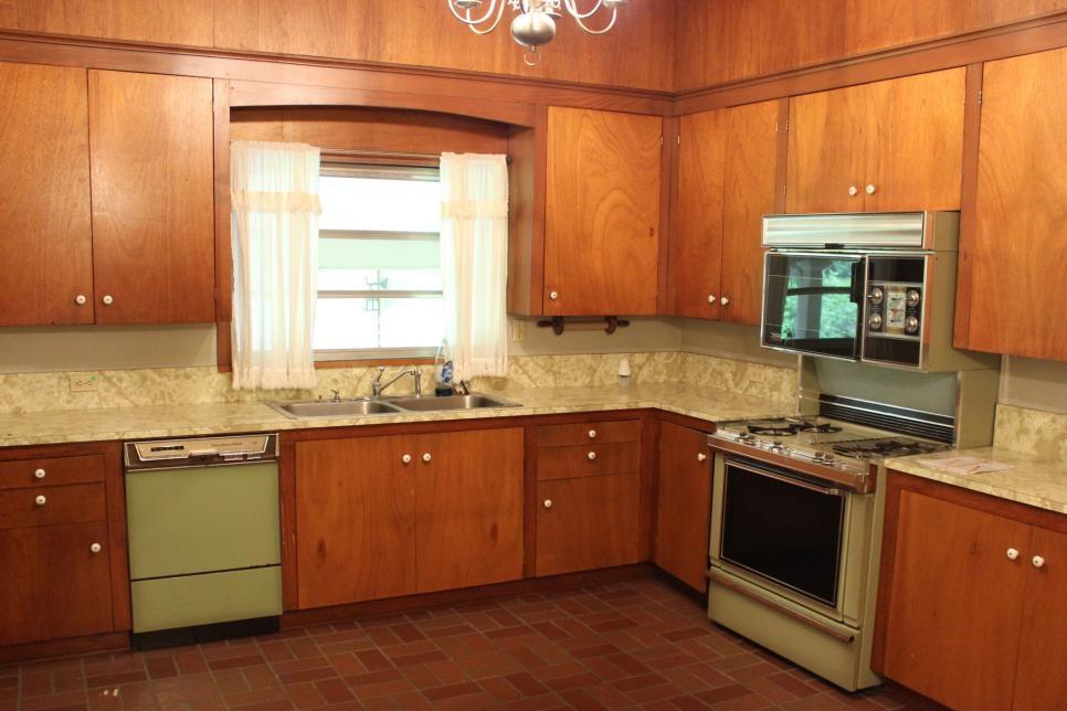 BP_HHMTN105H_kitchen_BEFORE_237836_849808.jpg.rend.hgtvcom.966.725.jpeg