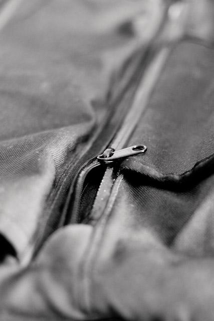 Mission Workshops 'Rummy' front pocket zipper detail