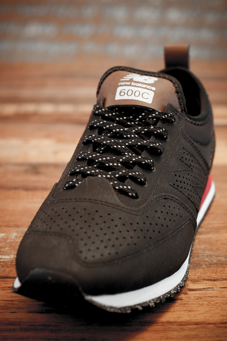3a066160fb6 ... New Balance CT600 C-Series reflective laces and stow pouch ...