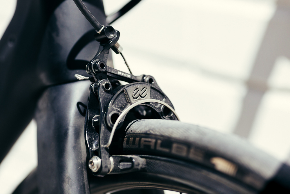 Going fast means you need to stop fast. ee Brakes bring the Storck Aerfast Platinum to a hault