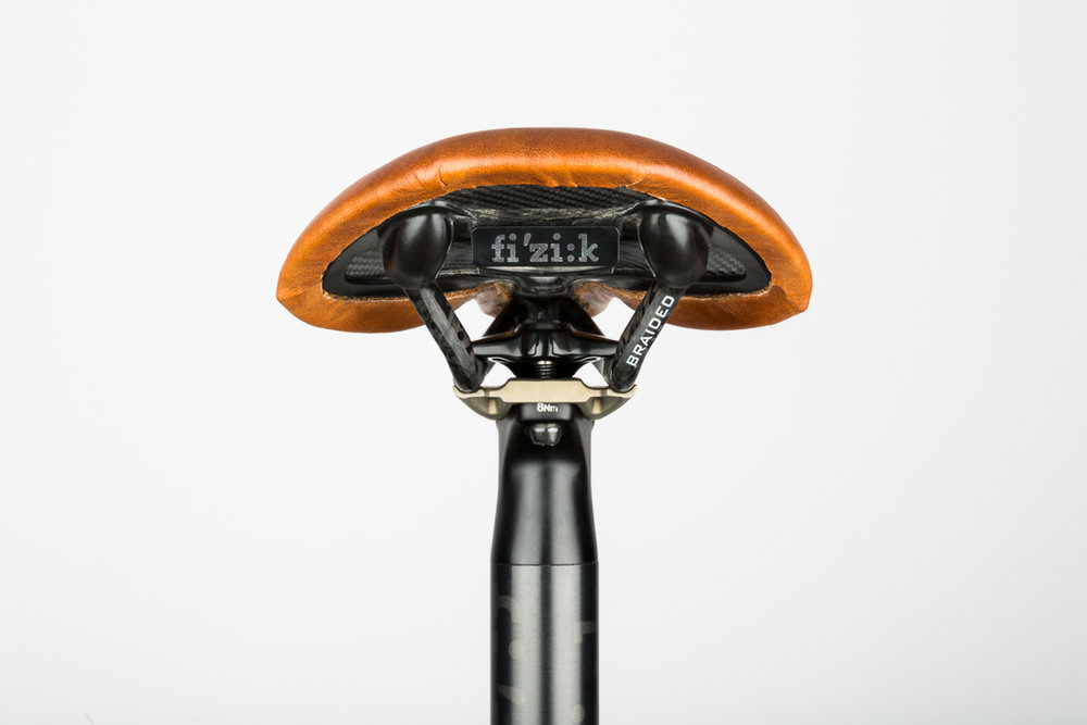 saddle-recovering-fizik-antares-rear-view