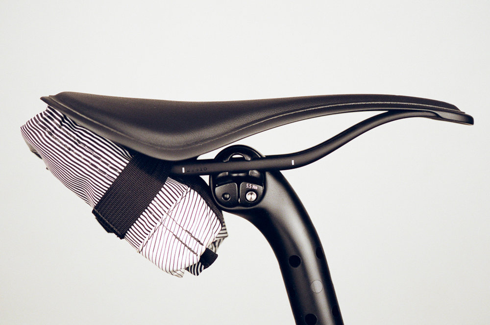 LIABD-Fabric-ALM-review-sideview-onbike
