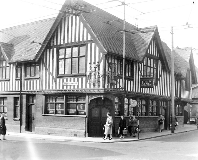 The Beehive Inn at the junction of Carr Street and Upper Orwell Street, Ipswich in March 1960, shortly before closure. Source: Ipswich Star
