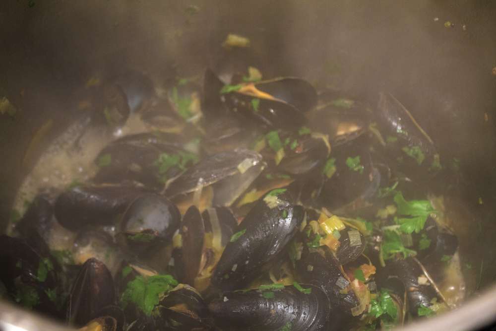 mussels with leeks garlic and white wine