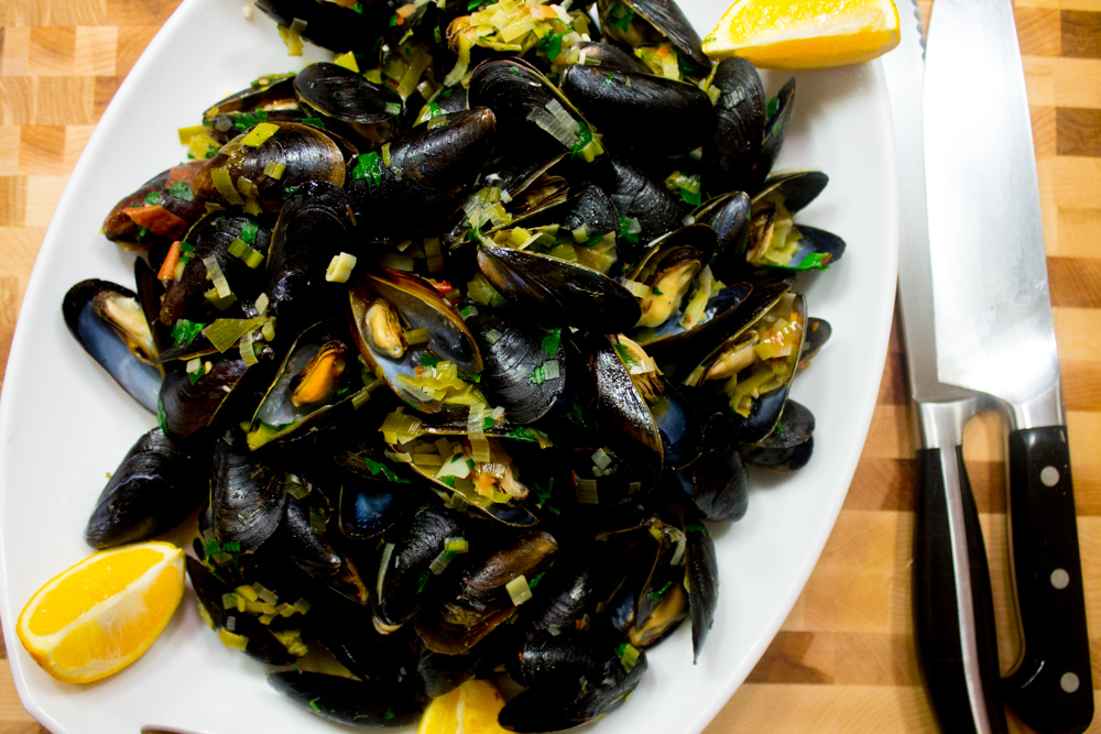 mussels with leeks, garlic and white wine