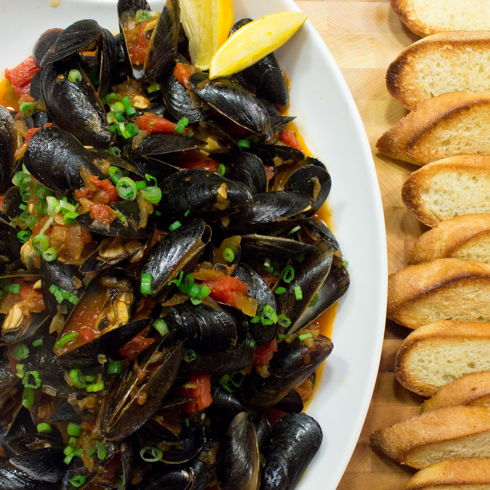 Mussels with Tomato Garlic Broth Recipe