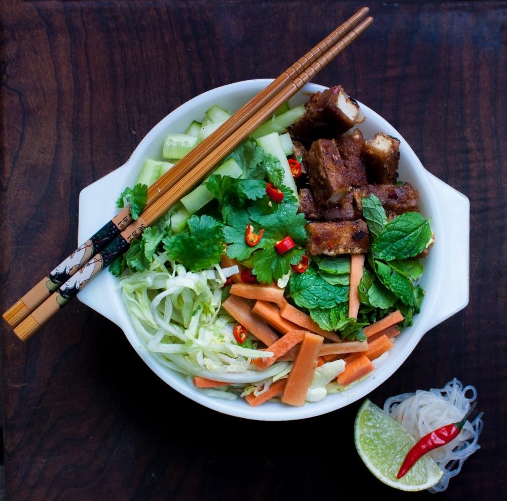 Vietnamese Noodles with Peanut Sauce Tofu (Bún)