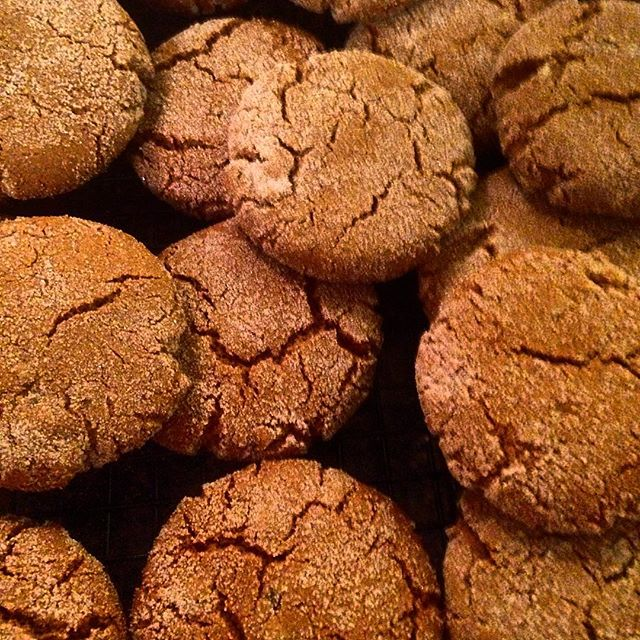 Starting to feel (and smell!!) like the #holidays ! Double #ginger #cookies for the #family this #christmas . RECIPE on the blog soon!