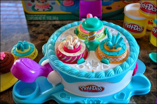 how to make a cake out of play doh