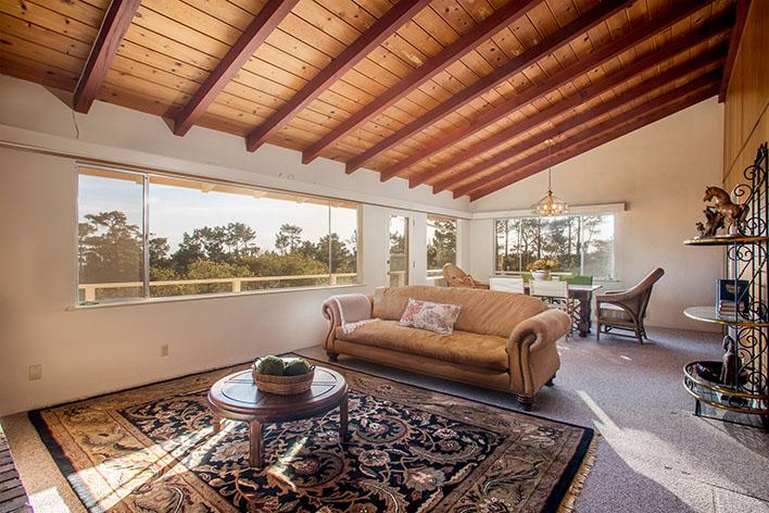 3-living-room-upstairs.jpg