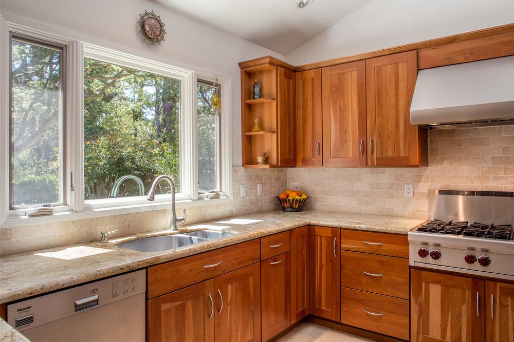 12 kitchen.jpg
