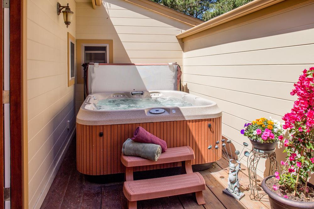 17 hot tub.jpg