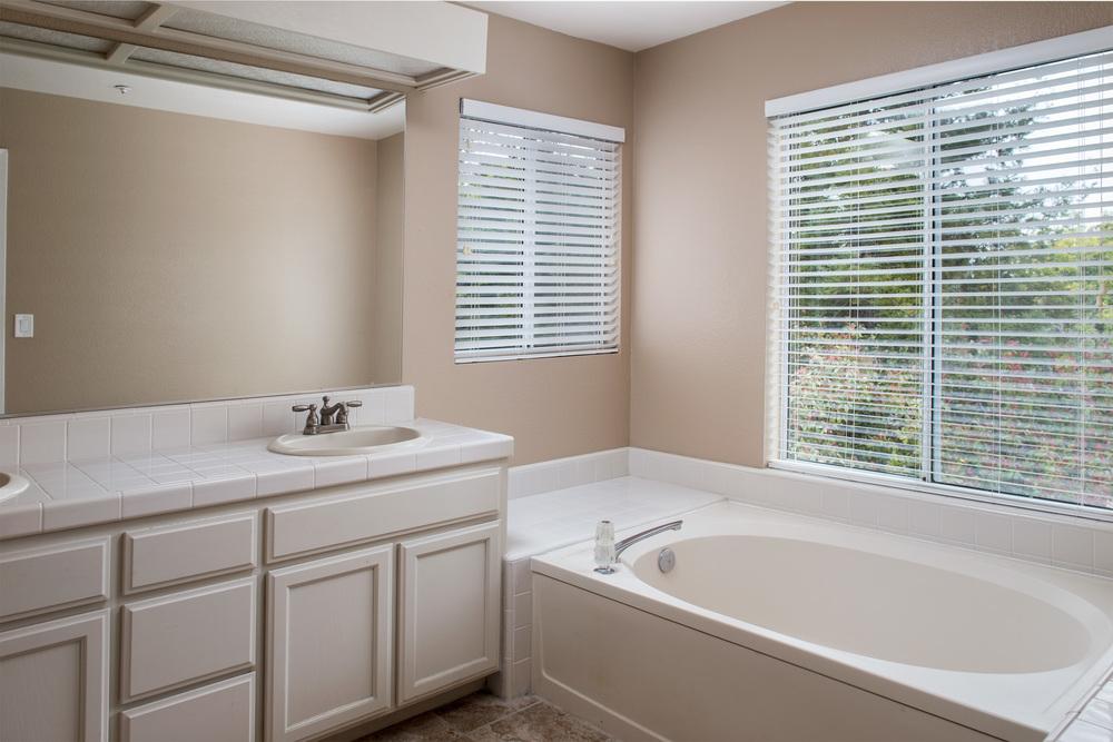 Master Bath-8.jpg