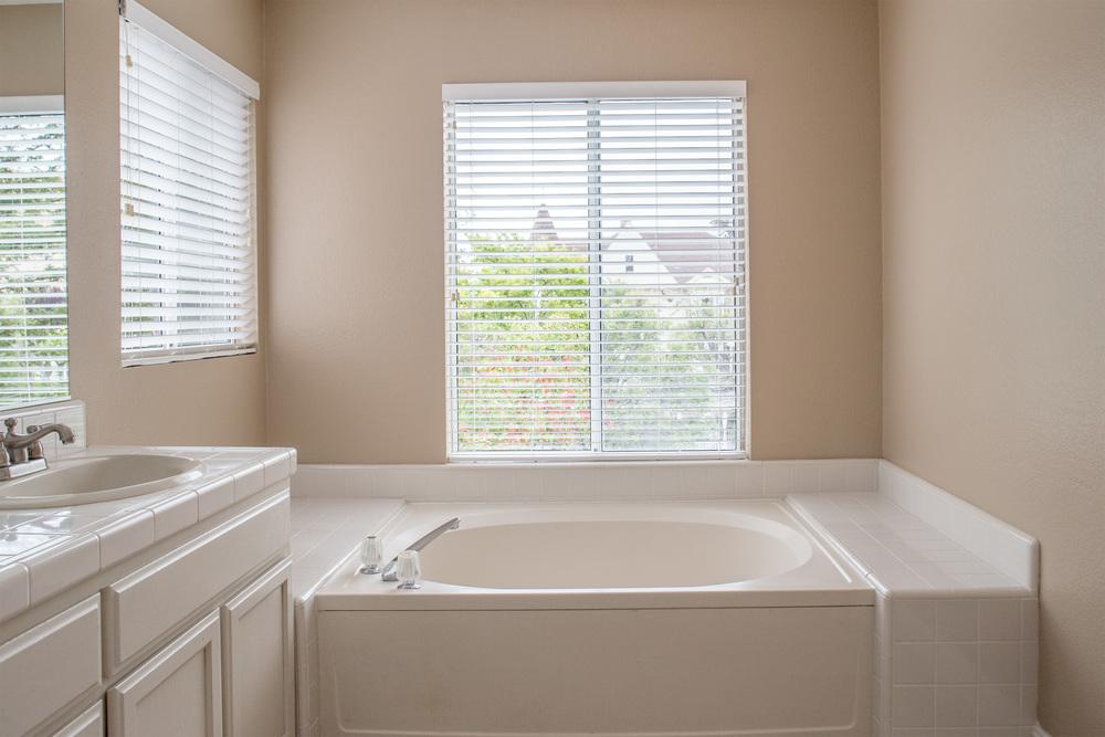 Master Bath-9.jpg