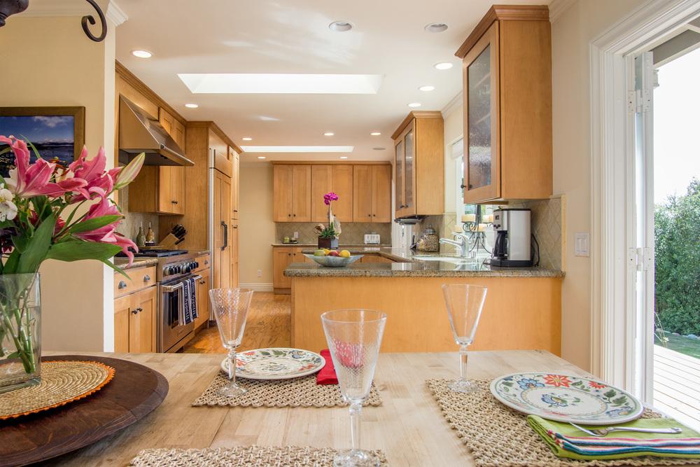 9. Dining Kitchen .jpg
