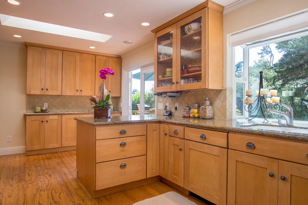 11. Kitchen 2.jpg