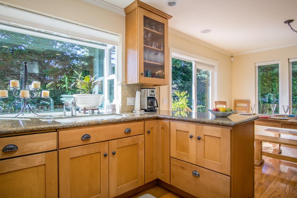 12. Kitchen 3.jpg