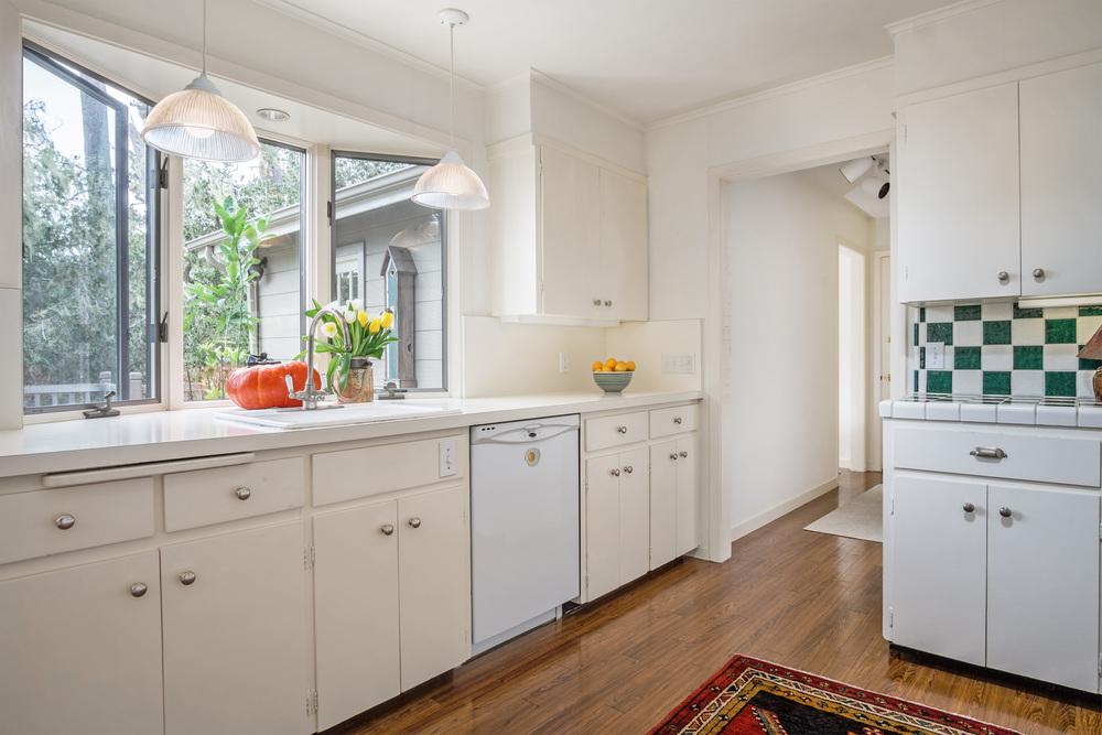 9 kitchen 1.jpg