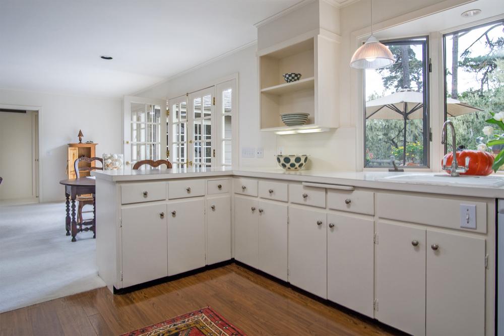 10 kitchen 2.jpg