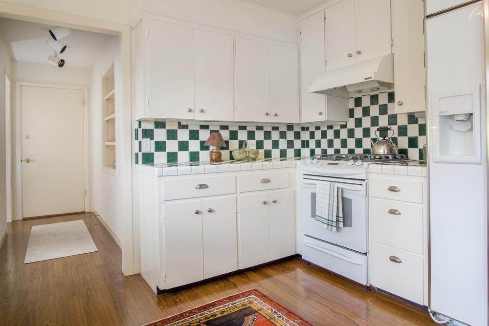 11 kitchen 3.jpg