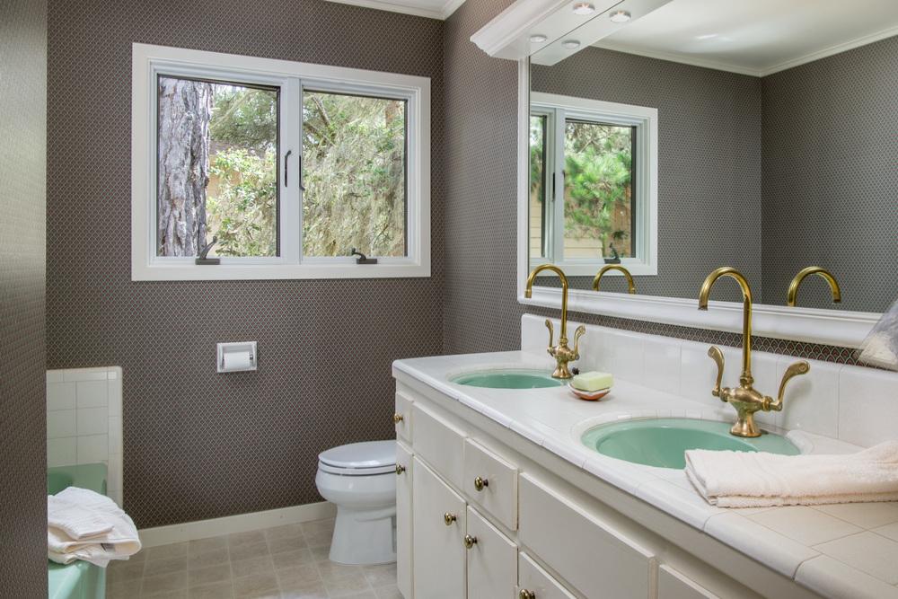 15 bathroom 1.jpg