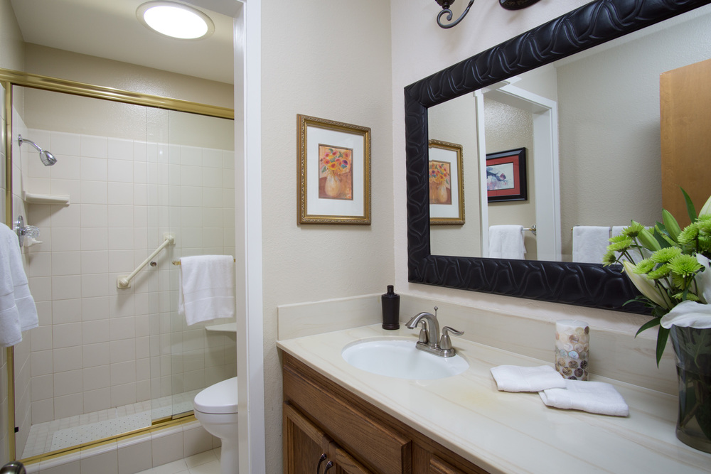 18 bathroom 2.jpg