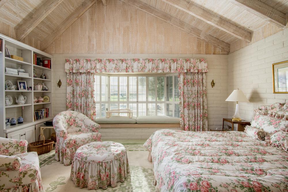16 pink bedroom 1.jpg