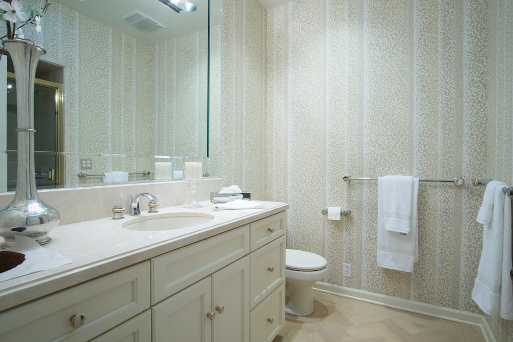 25 bathroom 3.jpg