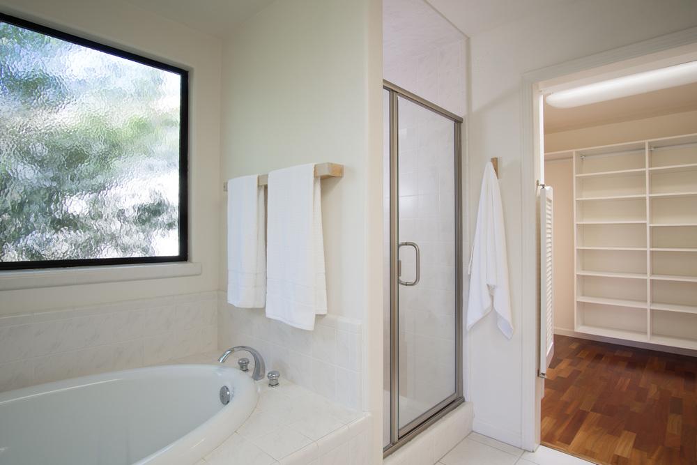 19 master bath 2.jpg