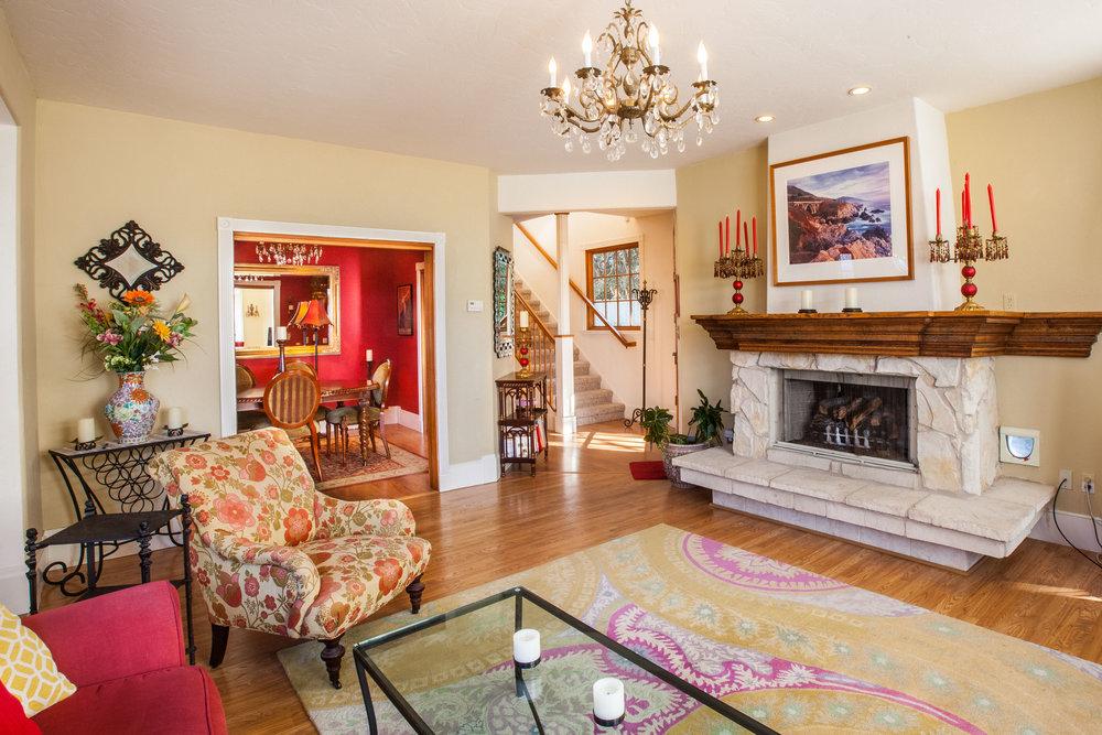 4 Living Room.jpg