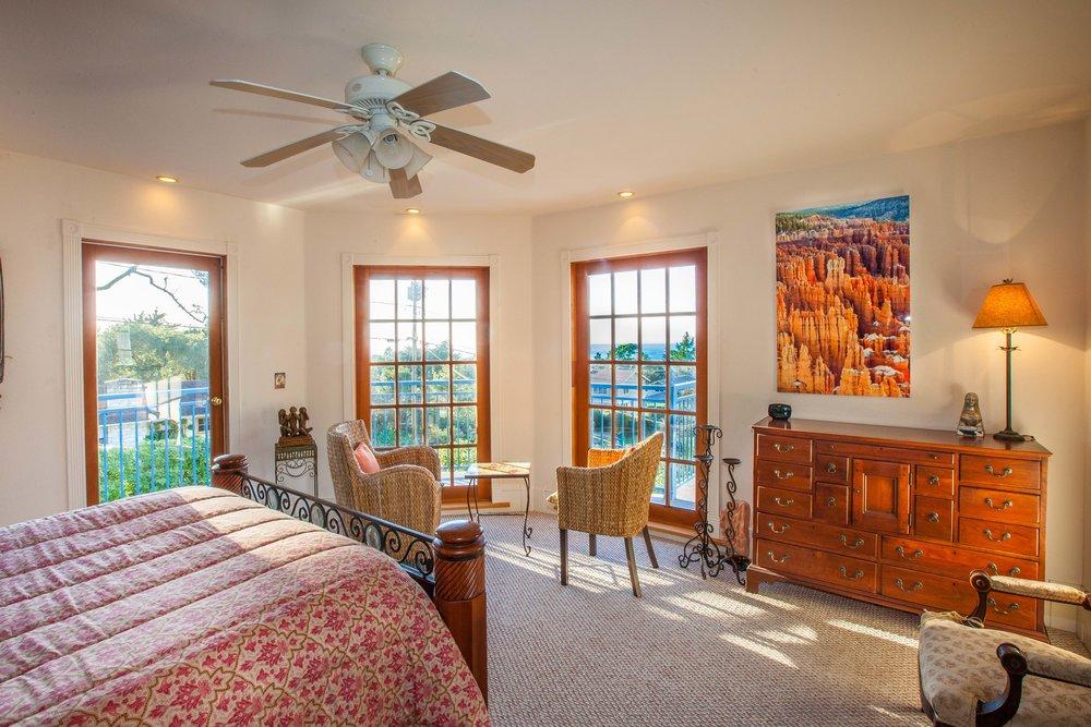 14 Master bedroom.jpg