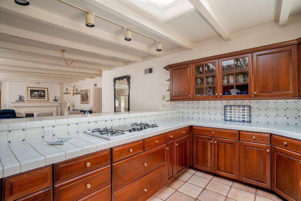 6 kitchen 3.jpg