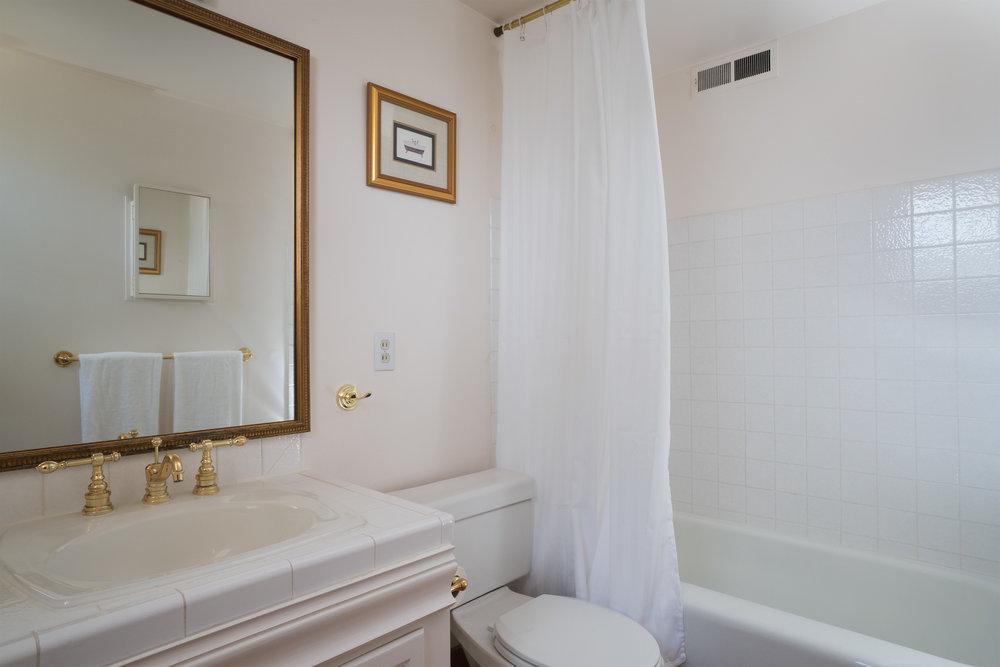 13 master bath.jpg