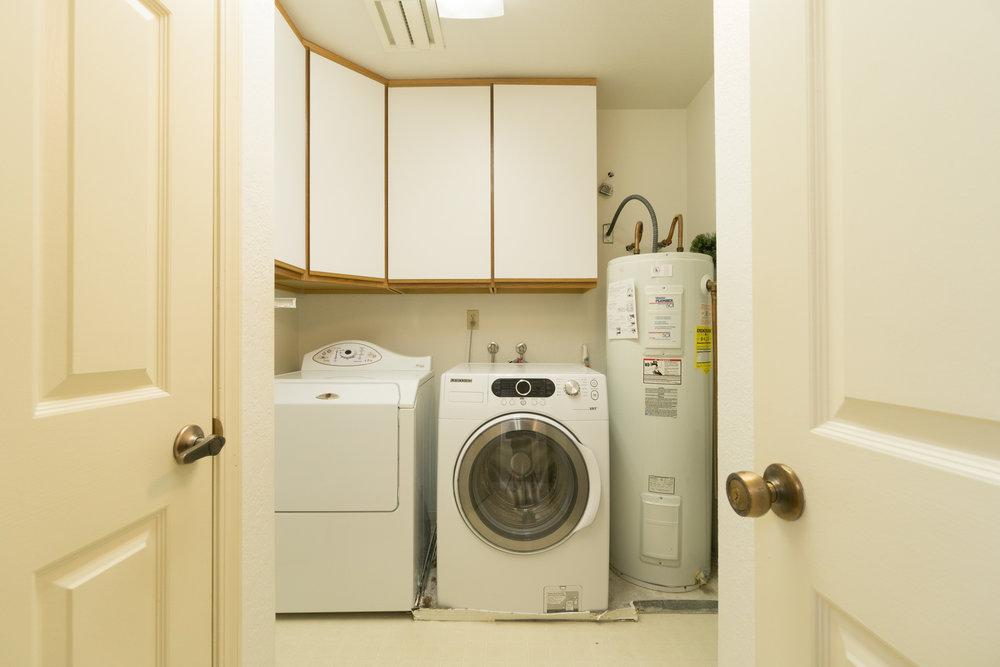 19 laundry rm.jpg