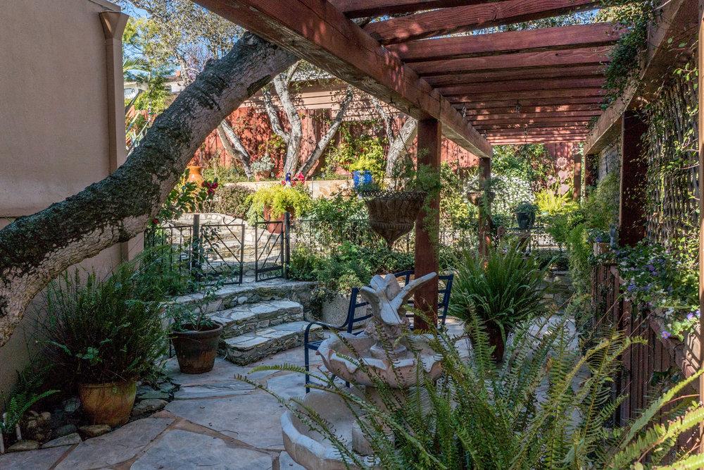 10 dining garden.jpg