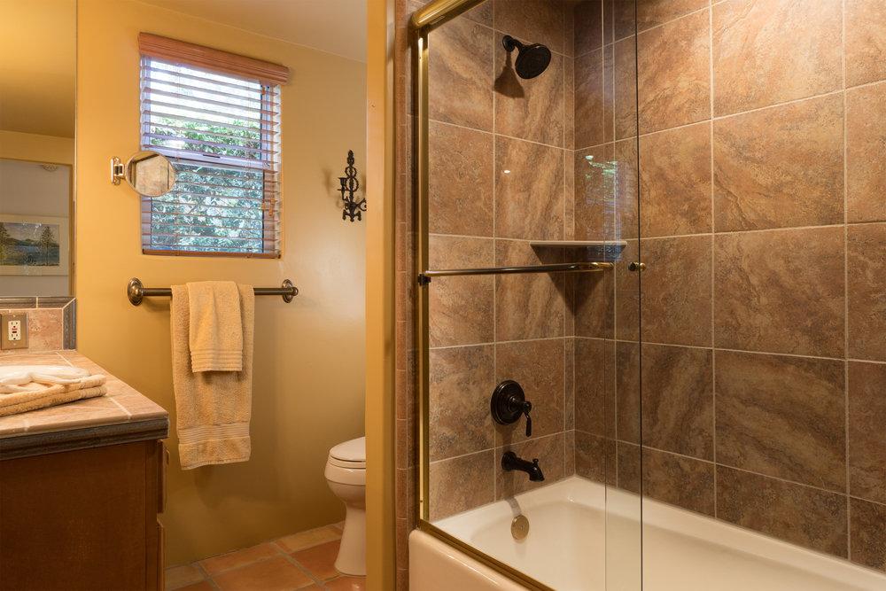 27 bath 2.jpg