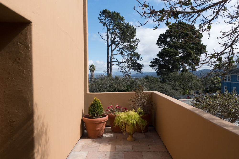 29 balcony 1.jpg