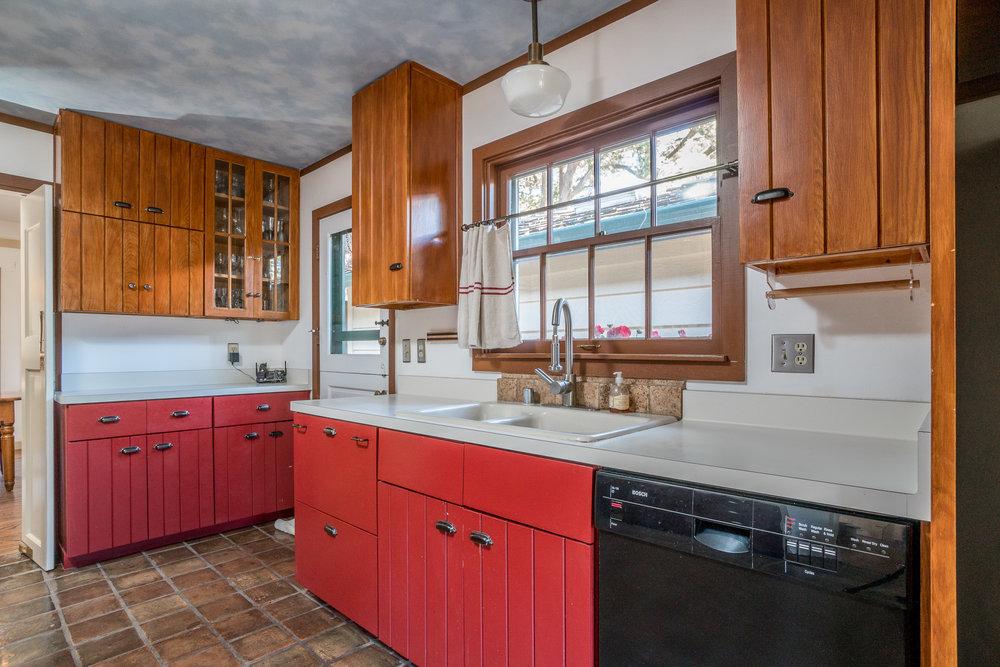 16 kitchen.jpg