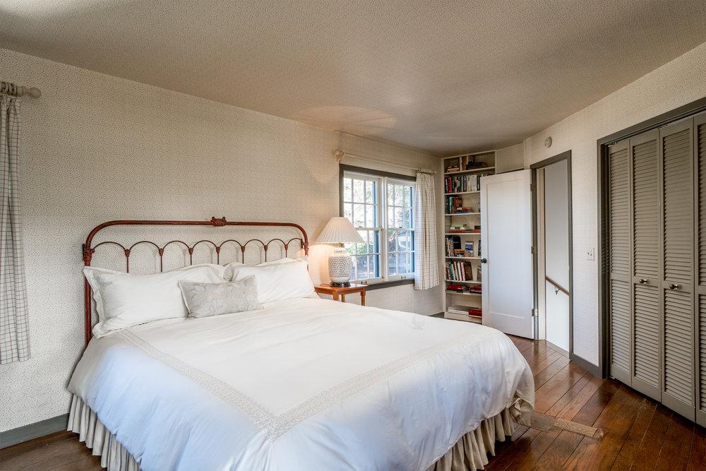 18 Master bedroom 1.jpg