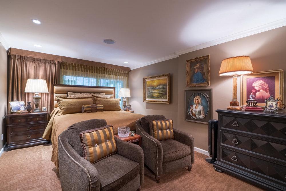 12Master Bedroom.jpg