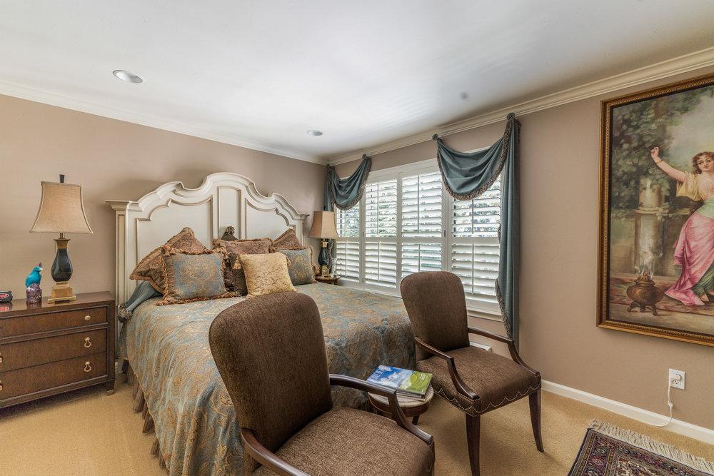 19Guest Bedroom.jpg