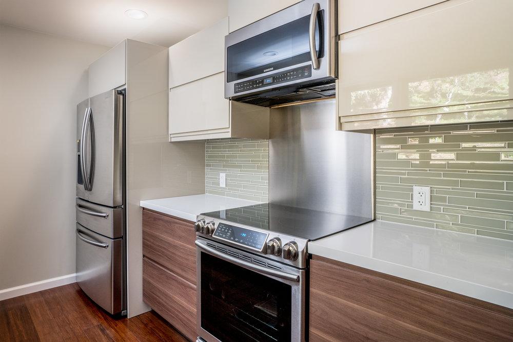 13 kitchen 2.jpg