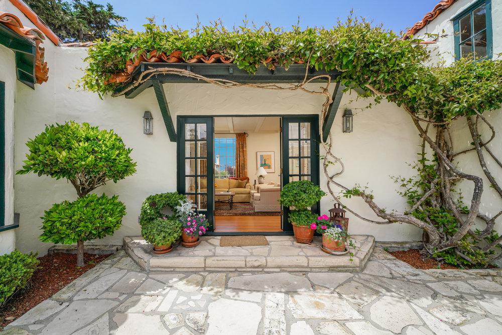 1.exterior courtyard 1.jpg