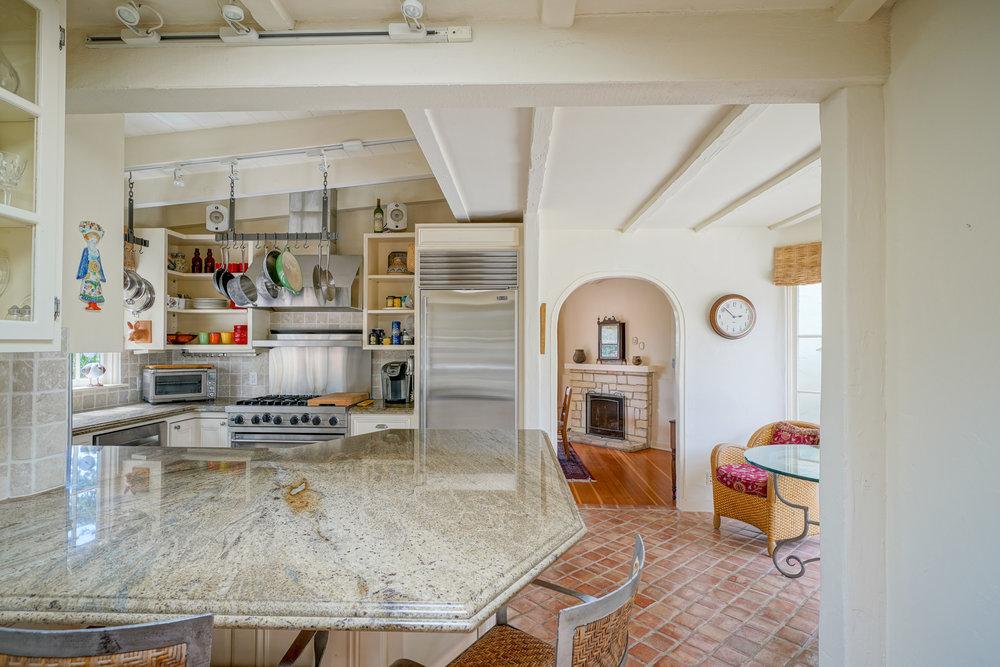 11. kitchen 1.jpg